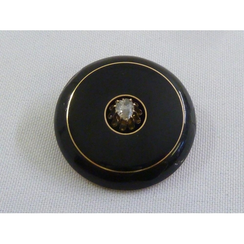290 - A Victorian gold, diamond and enamel mourning brooch, tested 15ct...