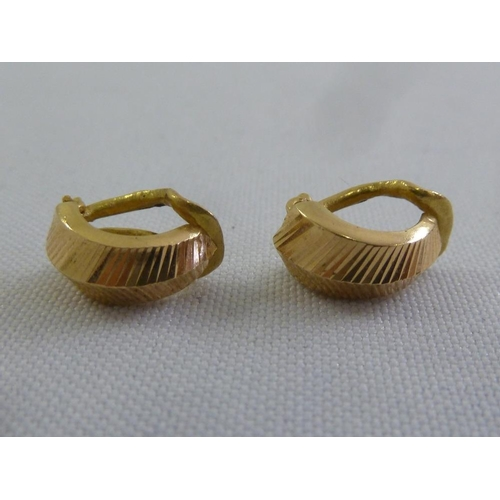 292 - A pair of 15ct yellow gold clip-on earrings, approx 2.5g...