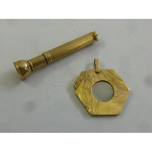 298 - A 9ct gold cigar piercer and a 9ct gold cigar cutter...
