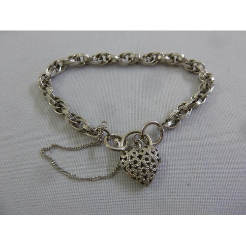 302 - 9ct white gold bracelet, approx 8.1g...