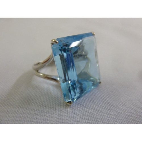 322 - 18ct white gold and blue topaz dress ring...