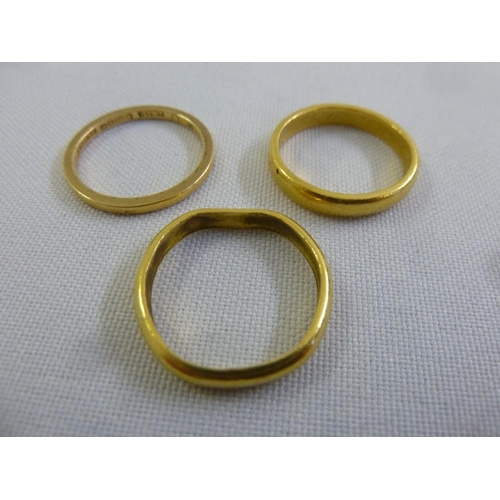 347 - Three 22ct gold wedding bands, approx 11.8g...