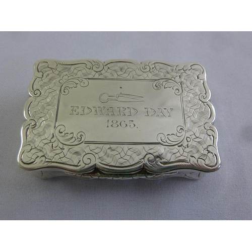 368 - A Victorian silver snuff box, rectangular, engine turned geometric patterns to the base, sides and h...