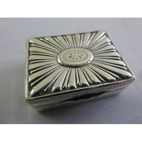 384 - A Georgian silver vinaigrette, rectangular fluted hinged cover, London 1800...