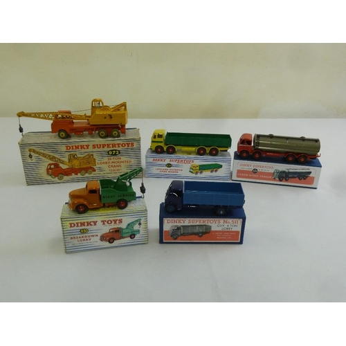 424 - A quantity of Dinky to include 972 Coles 20-ton lorry mounted crane, 934 Leyland Octopus open wagon,...