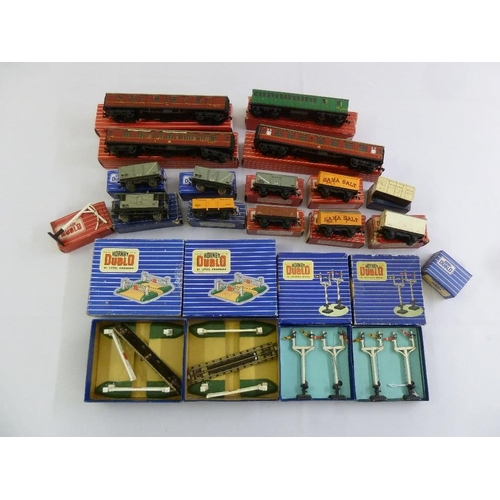 436 - A quantity of Hornby Dublo coaches, trucks, signals, all in original packaging  (20)...