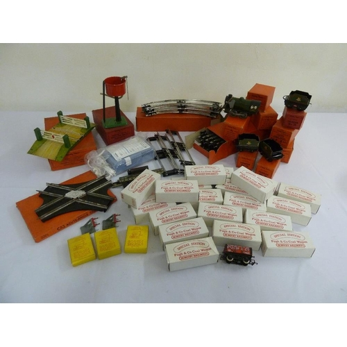 442 - A quantity of Hornby model railway accessories...