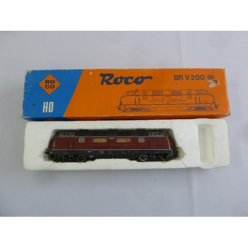 458 - Roco HO gauge BR V 200 diesel locomotive 43522, in original packaging...