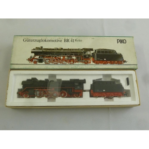 460 - Piko HO gauge BR 41 locomotive and tender, as new in original packaging...