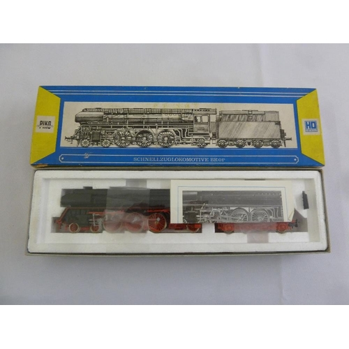465 - Piko HO gauge BR 01 locomotive and tender, as new in original packaging...