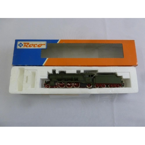467 - Roco HO gauge 43216 locomotive and tender, as new in original packaging...