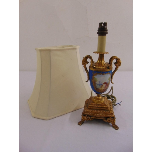 40 - A Sevres vase form gilt metal table lamp with scrolling side handles on raised square base with claw...