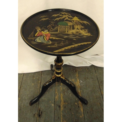 21 - An English 1920s Chinoiserie lacquered circular wine table on three outswept legs, 50cm (h) 30cm (d)