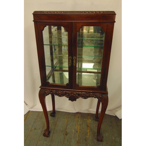 4 - A mahogany glazed mirrored back display cabinet, on four cabriole legs, 126 x 61 x 35cm