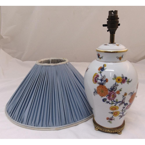 43 - A porcelain baluster table lamp decorated with flowers and leaves mounted on a gilded metal base to ...