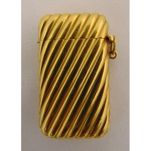 367 - Gold vesta case, tested 18ct, the ribbed sides and hinged cover with suspensory loop, approx total w...