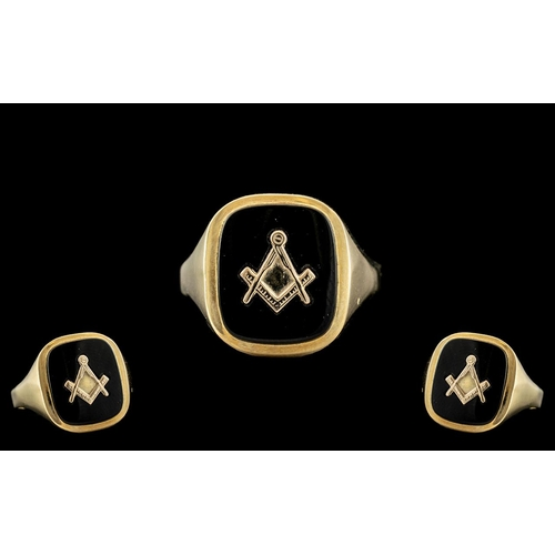 18A - Gents 9ct Gold Masonic Ring. Fully Hallmarked for 9.375. Ring Size R - S. Weight 3.9 grams. Excellen...
