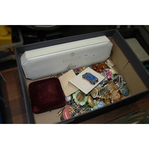 314 - Box of costume jewellery