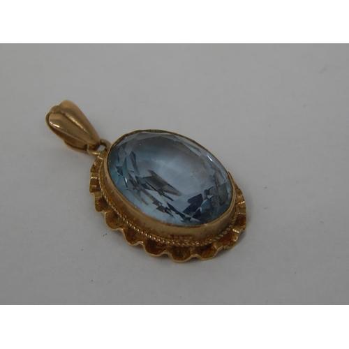 9ct gold topaz set pendant: 3.4g: 222051