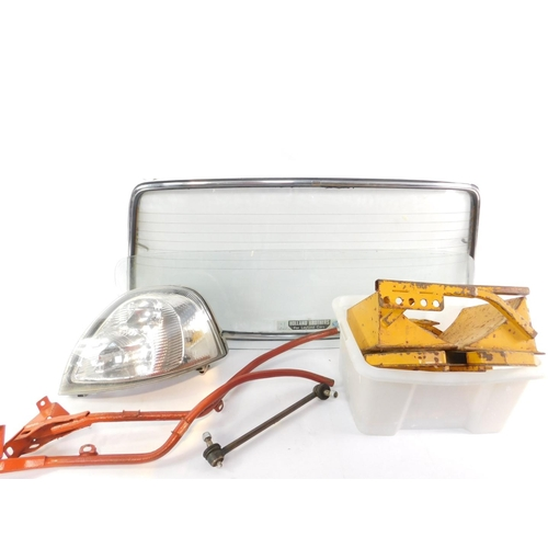 3039 - A Renault Master 2003 headlamp, boxed, a rear windscreen, and further motoring accessories. (qty)...