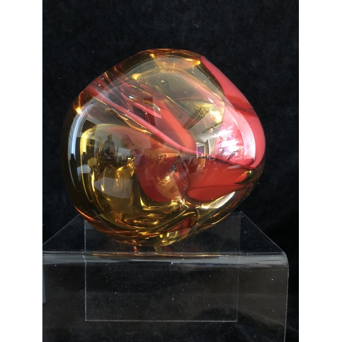 13 - Seim van Der Morel for Royal Leerdam- Amberina and red globular glass vase with air trap inclusions,...