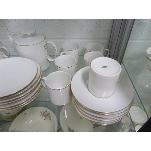 141 - Thomas Porcelain - a gold banded Vintage tea and dinner service, comprising: 6 tea cups, 6 tea sauce...