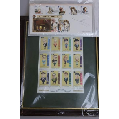 13 - A collections/Mixed lot set of 8 Coronation street covers to include one signed by William Roache (K...