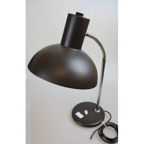 18 - A retro desk lamp (trade)...