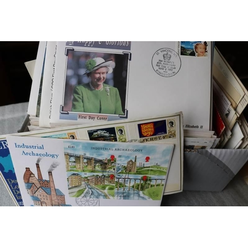 28 - A selection of first day envelopes and postcards...