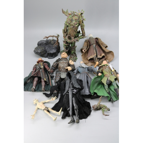 24 - Selection of Lord of the Rings figures....