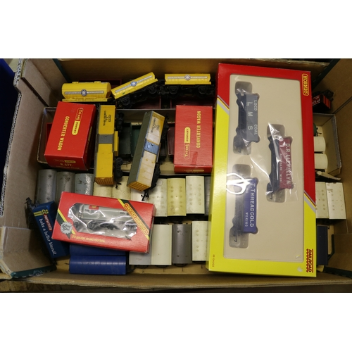 35 - A boxed Hornby LWB open wagons set, together with a large quantity of wagons etc....