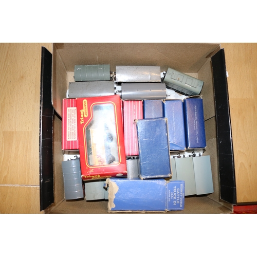 41 - Assorted loose and boxed Hornby Dublo....