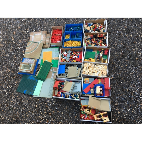 27E - A large quantity of vintage and later lego...