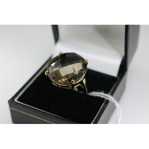 21 - A QVC 9k gold decorative dress ring approx size O...