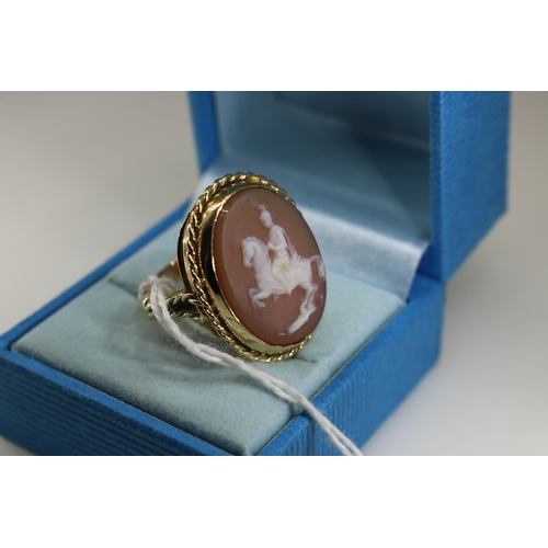 56 - 9ct gold cameo ring approx size M...