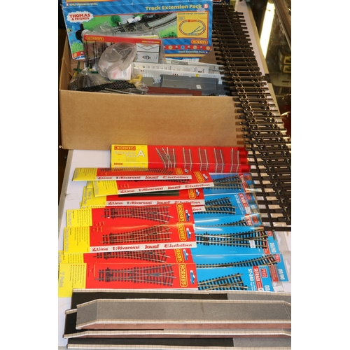 15 - A selection of assorted track to include Peco, Hornby together with station accessories etc. togethe...