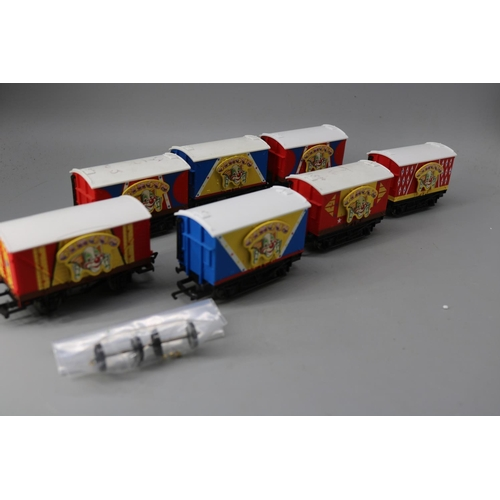 23 - Seven Thomas and Friends circus vans R9093...