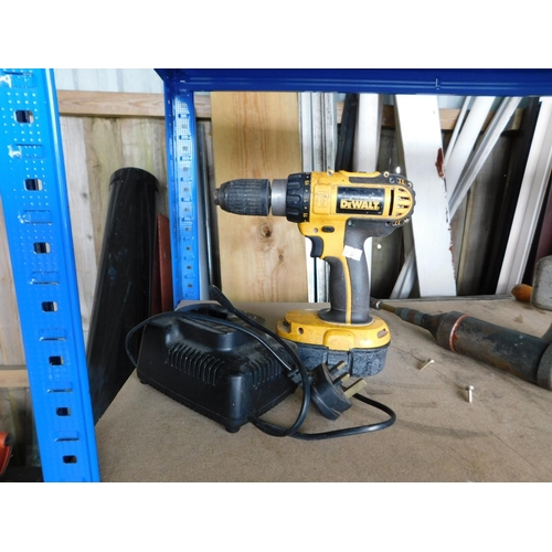 32 - Dewalt cordless drill with one battery and charger GWO...