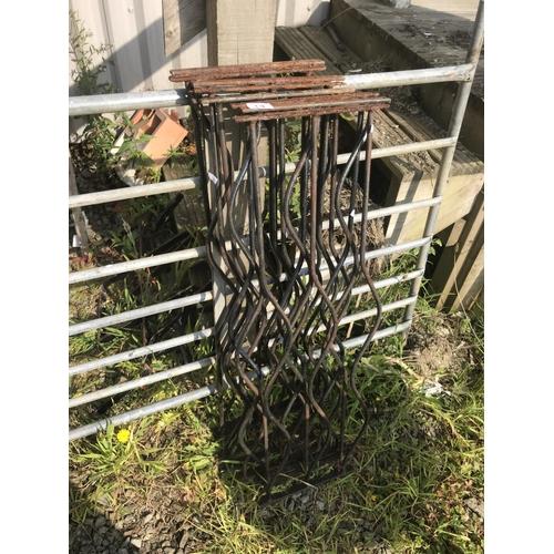 13 - Cast iron rails x8...