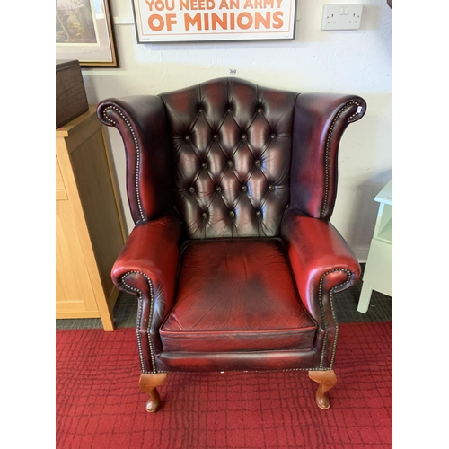 300 - Button wing back arm chair in leather...