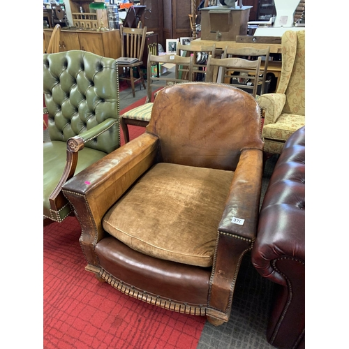 370 - Leather club chair...