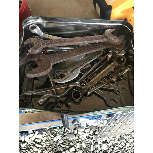 32 - Mixed offset ring/open ended spanners...