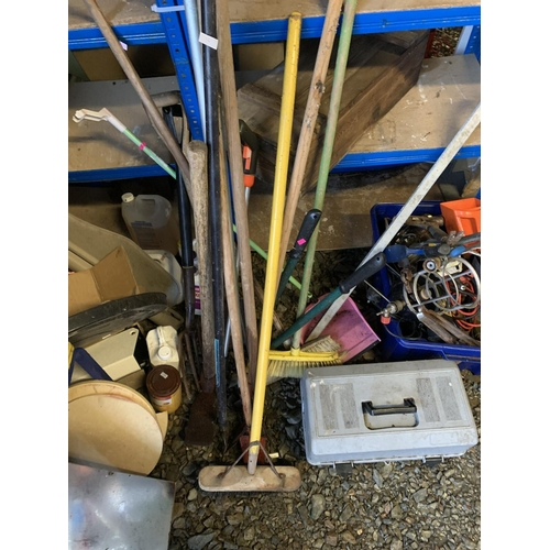 12 - Quantity of handled tools, brooms, pickaxe etc...