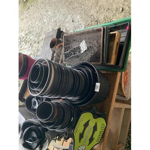 121 - Assorted plant pots...