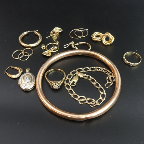 60 - 9ct gold jewellery, including a sapphire and diamond ring, St. Christopher locket, earrings etc. 33 ...
