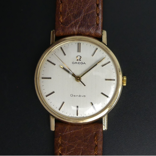 24 - Vintage gents 9 carat gold Omega, manual wind 17 jewel movement wristwatch. Serial number 29874633. ...