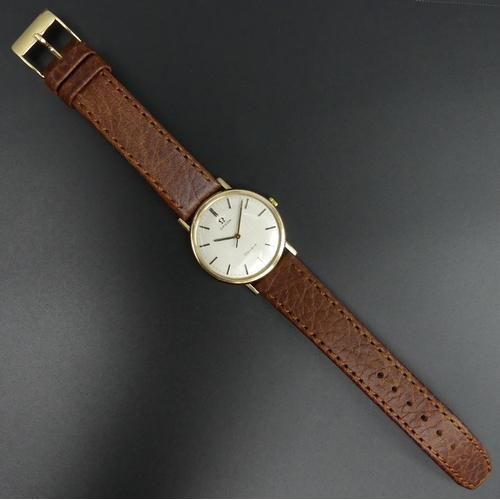 24 - Vintage gents 9 carat gold Omega, manual wind 17 jewel movement wristwatch. Serial number 29874633. ...