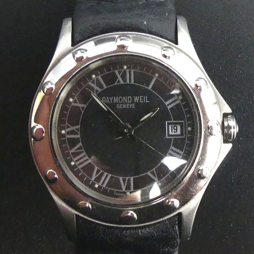 136 - Ladies Raymond Weil stainless steel quartz 'Tango' watch with box and papers. 30 mm wide. UK Postage...