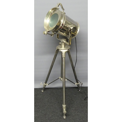 272 - A vintage style studio spot light floor lamp. 120-180 cm high.