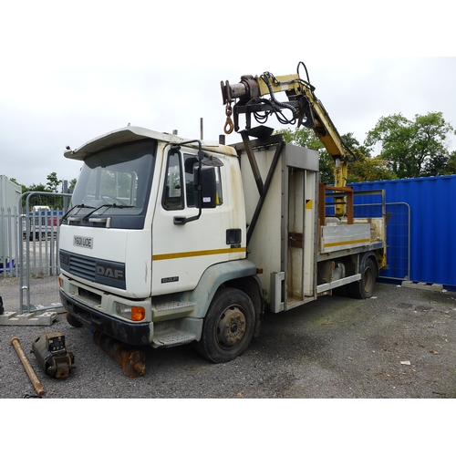 8 - DAF 55 FA 55 160 Ti  Reg: Y601 UOE  YoM 17/03/2001.. Dropside lorry fitted with  Atlas 3008 crane c/...